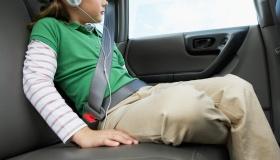 Непристегнутые пассажиры рискуют жизнями всем, кто в авто, и вот почему